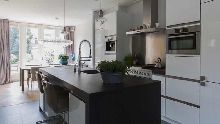 Jaren 30 huis louise r singh - Keuken en woonkamer in dezelfde kamer ...